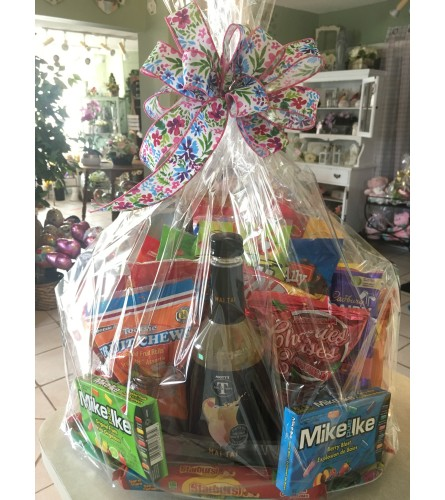 Candy Basket with MOTTS MIX