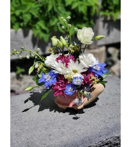 "Turtle Pottery Pot + Fresh Blooms (6.5"" x 9"")"