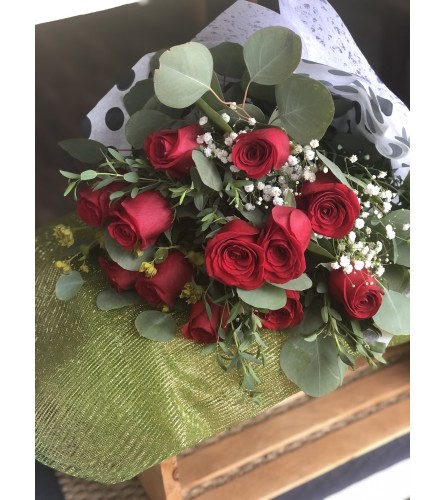 Romantic 12 Red Roses wrapped Bouquet