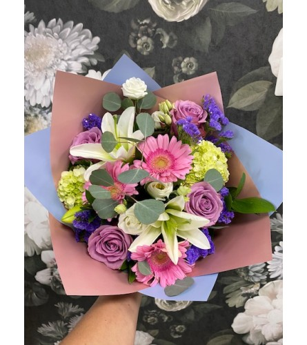 HAND TIED BOUQUET IV