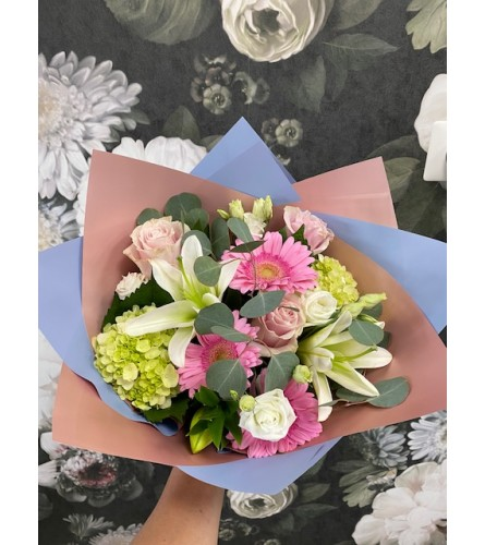 HAND TIED BOUQUET V