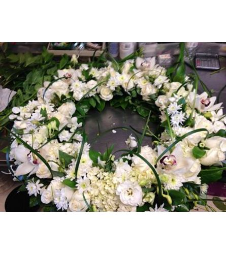Modern treasured memories wreath
