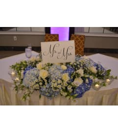 FLOWRS FOR BRIDE AND GROOM'S TABLE