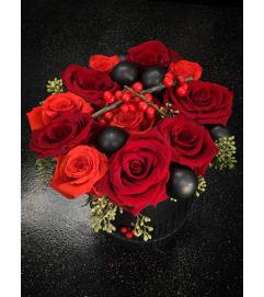 Classic Hatbox Dozen Roses