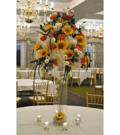 DELUXE CENTERPIECE ON GLASS VASE