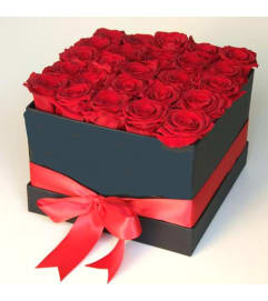 25 Red Bloom Hatbox