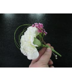 White carnation Bout.