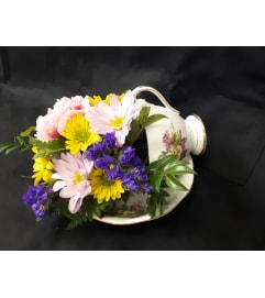 Tea Cup bird feeder bouquet