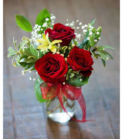 Sort Stemmed Red Roses