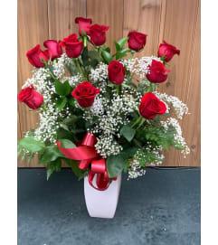 DZ Roses Arranged in Ceramic Vase