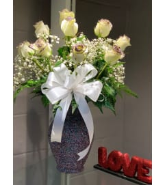 Dozen White Roses With Confetti Vase1