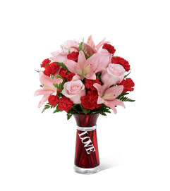 The FTD® Hold My Heart™ Bouquet 2015