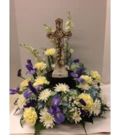 Merritt's Tabletop wreath with Cross