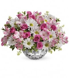 Teleflora's Facets Of Spring Centerpiece