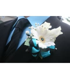 Classic Gerberas Boutonniere