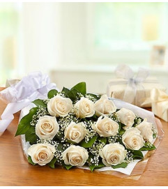 One Dozen Rose Presentation Bouquet - White