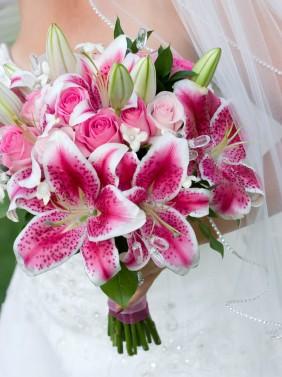 836b2c07ecb7bdc7_Stargazer_Lily_Wedding_Bouquet_A_jilin7.jpg