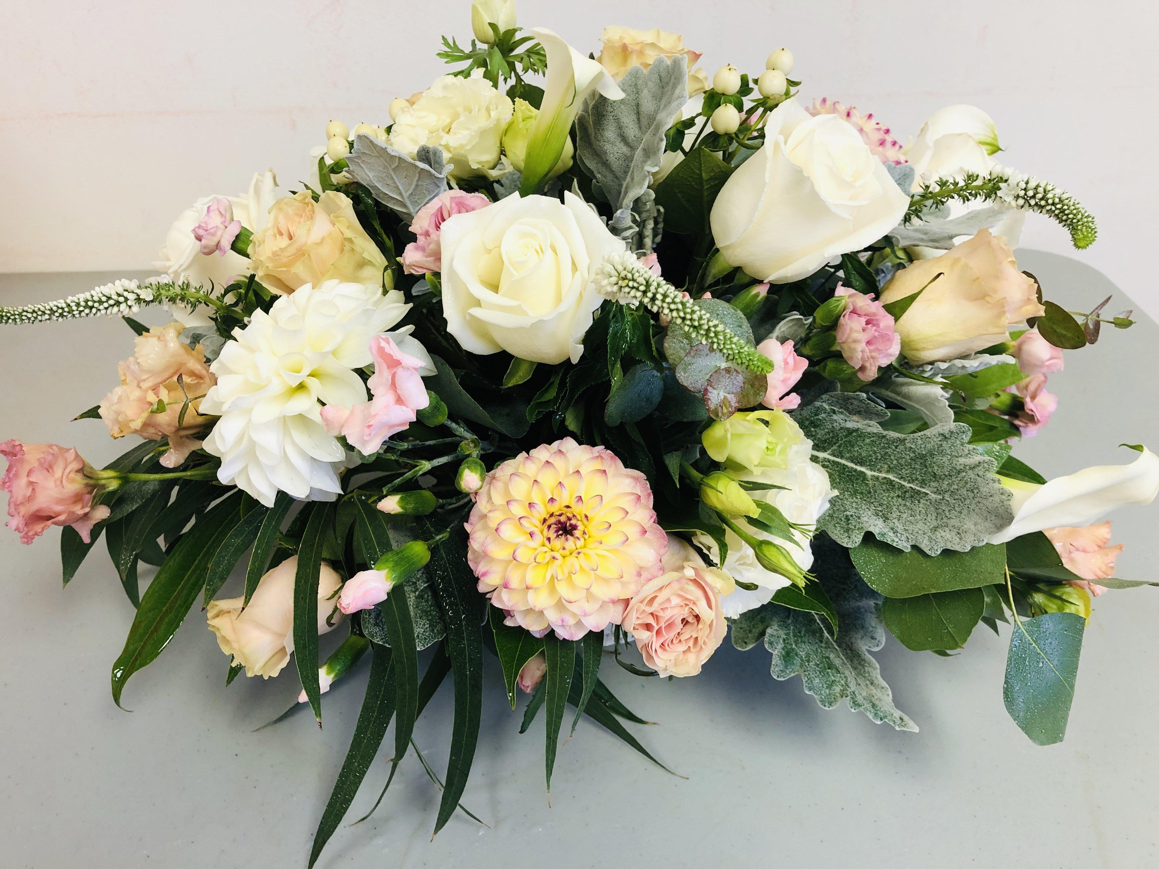 Pastel_floral_centrepiece_i0ykvs.jpg