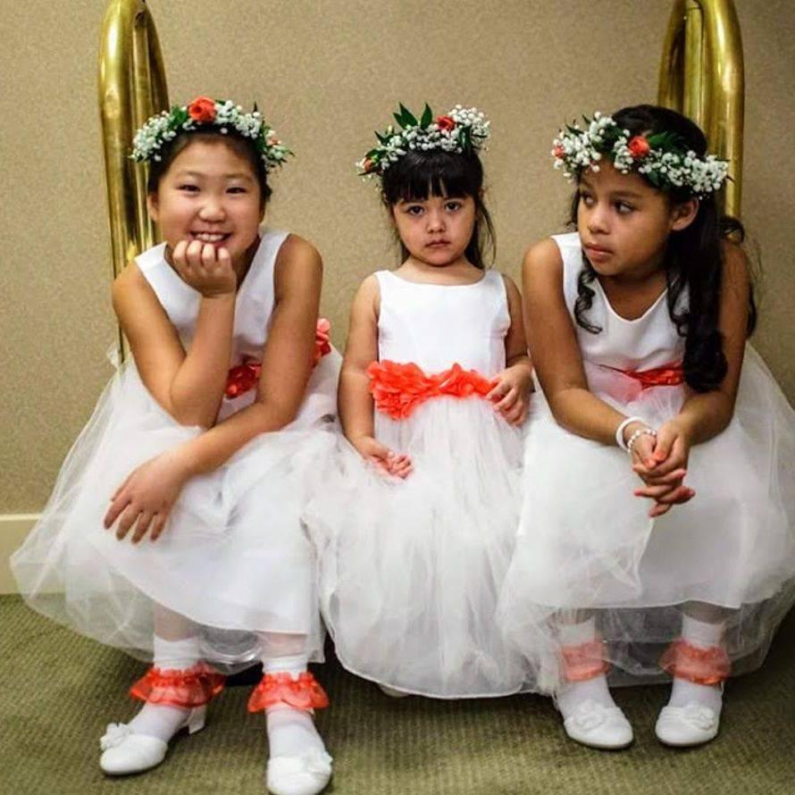 Peach_flower_girls_with_crowns_g8splc.jpg
