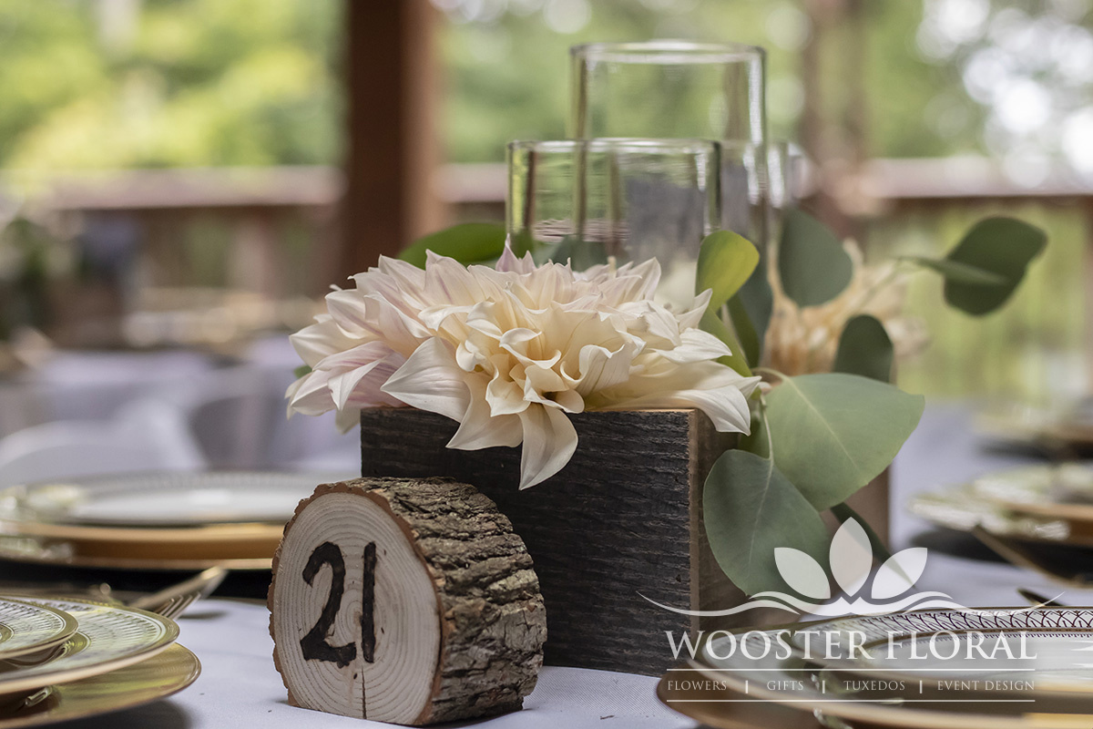 Rustic_centerpiece_Grand_Barn_Wedding_zlkmii.jpg