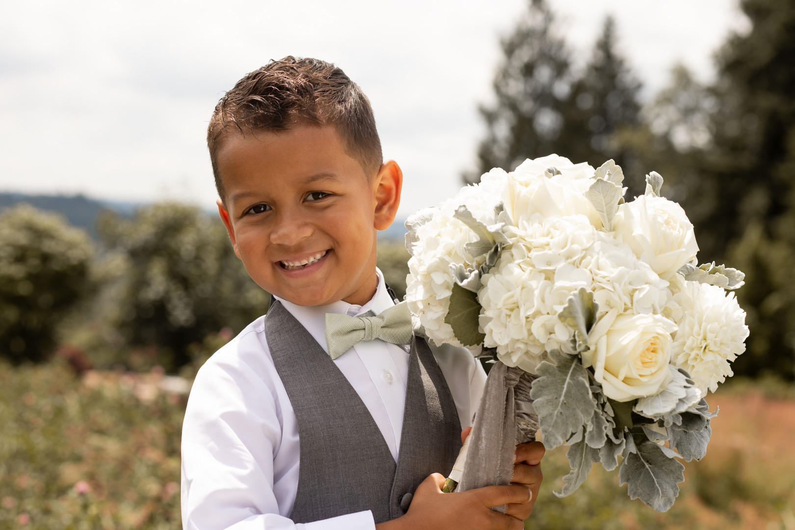 bouquet_boy_pic_xvwrux.jpg