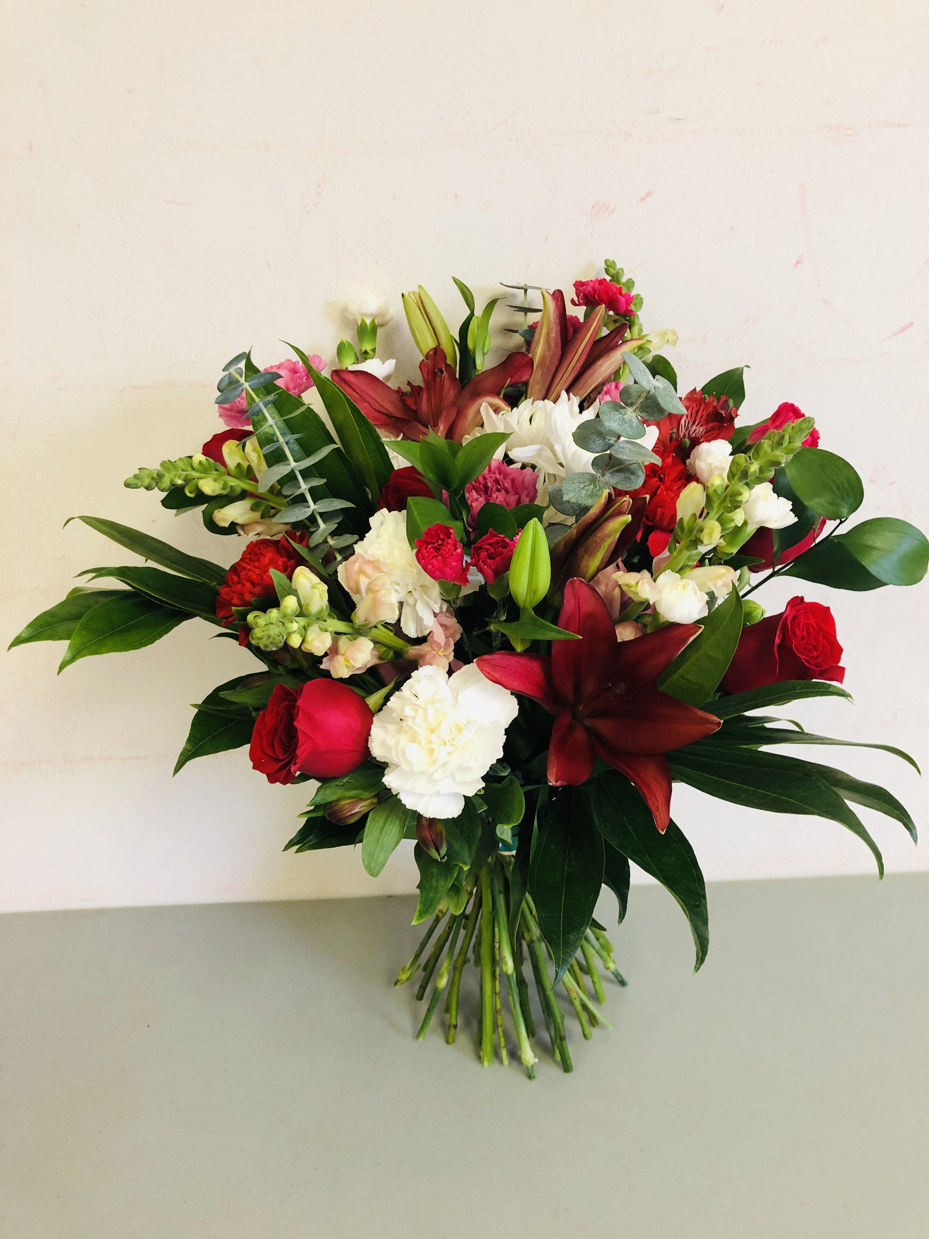 gorgeous_hand_tied_bouquet_uhwfz1.jpg