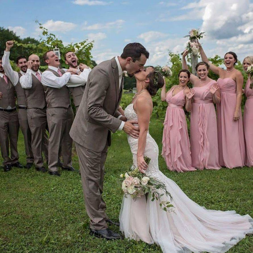 vinyard_wedding_wedding_party_hbnm8s.jpg