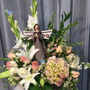ANGEL_WITH_FRESH_FLOWERS_leqhlx.jpg