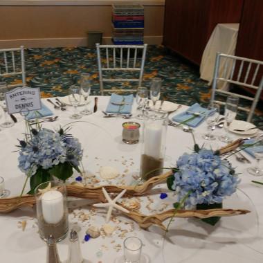 Beach_wedding_table_scape_qms4os.jpg