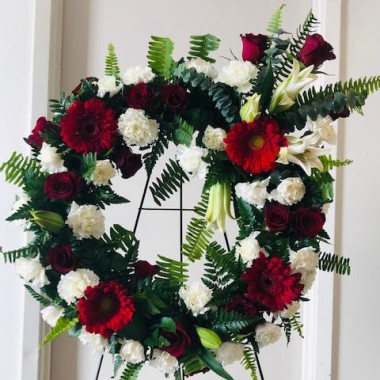 Red_and_White_funeral_wreath_smf04z.jpg