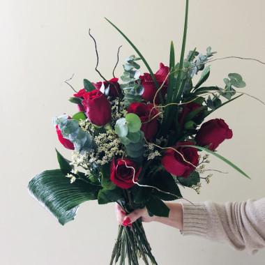 funeky_dozen_red_roses_zbybvl.jpg