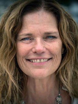 Kari Laura Iveland