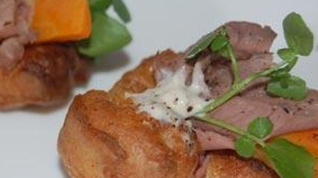 Mini yorkshire puddings with roast beef and horseradish cream mini yorkshire puddings with roast beef and horseradish cream forumfinder Choice Image
