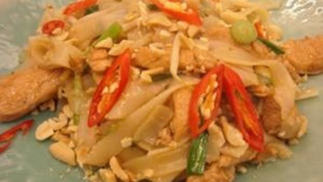 Chicken pad thai good food channel chicken pad thai forumfinder Images