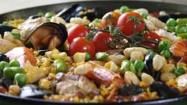 Paella with chicken and seafood good food channel paella with chicken and seafood forumfinder Image collections