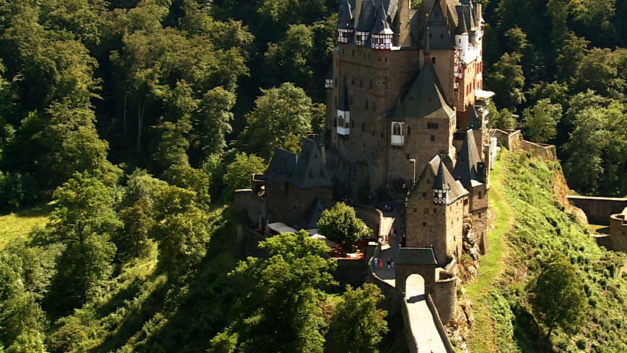 watch castle builders online | on demand | uktv play