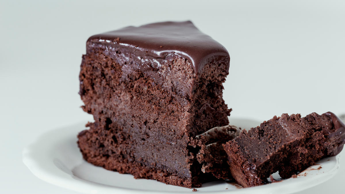 How To Make A Simple Chocolate Cake With Melted Chocolate