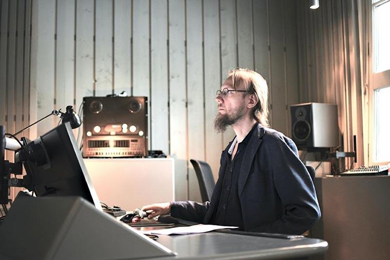 Risto Holopainen: Djupare under hörtröskeln