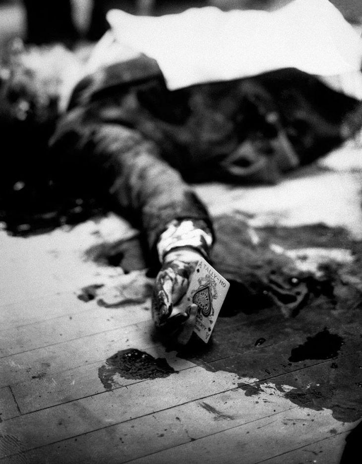 Mafia boss Joe Masseria lays dead on a New York restaurant floor