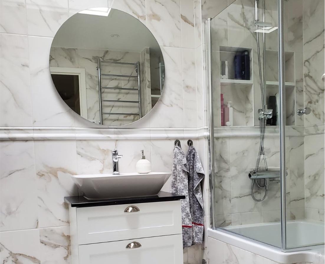 Badrumsrenovering i Rönninge med marmor