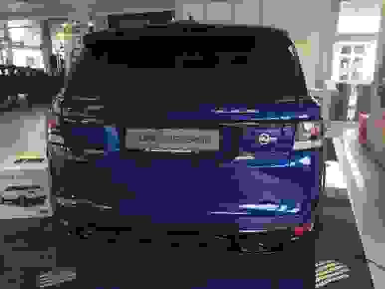Alquiler Range Rover Sport SVR en Milán