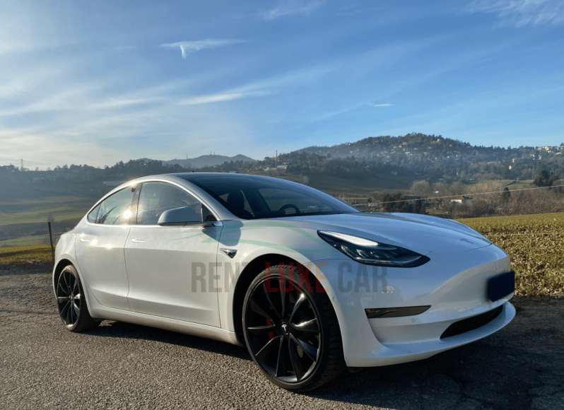 Alquiler Tesla Model 3 en Florencia
