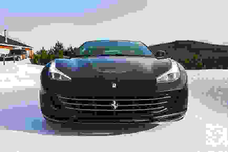 Alquiler Ferrari GTC4 Lusso en Milán