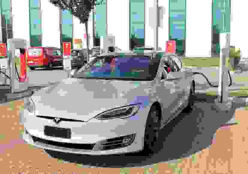 Alquiler Tesla Model S P100DL en Roma
