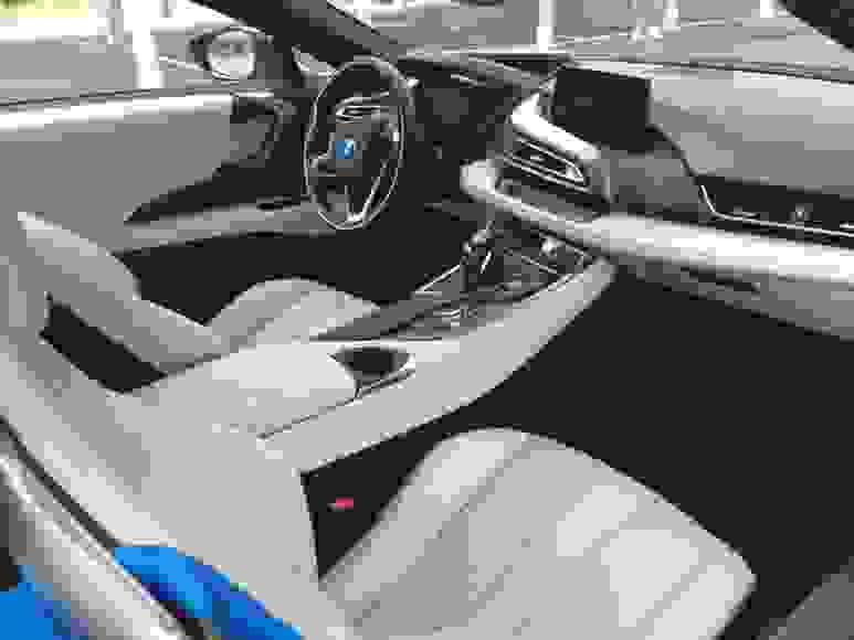 Alquiler BMW i8 en Nápoles