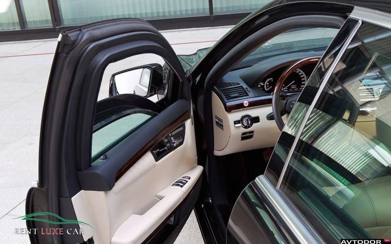 Alugue Mercedes S600 Armored  no aeroporto da Sardenha