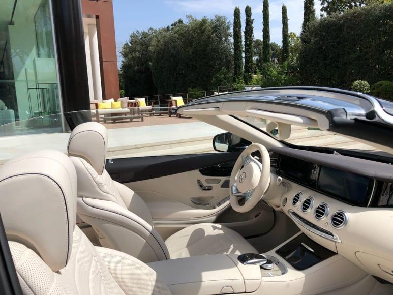 Alugue Mercedes S500 Cabrio  no aeroporto da Sardenha