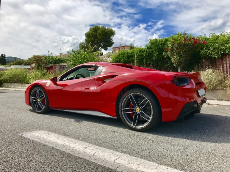 Rent Ferrari 488 Spider in Frankfurt