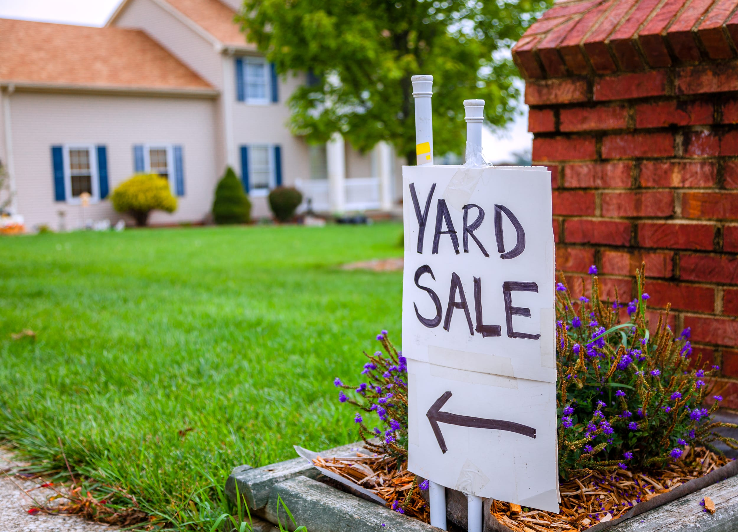 How to Host a Successful Yard Sale in 11 Easy Steps