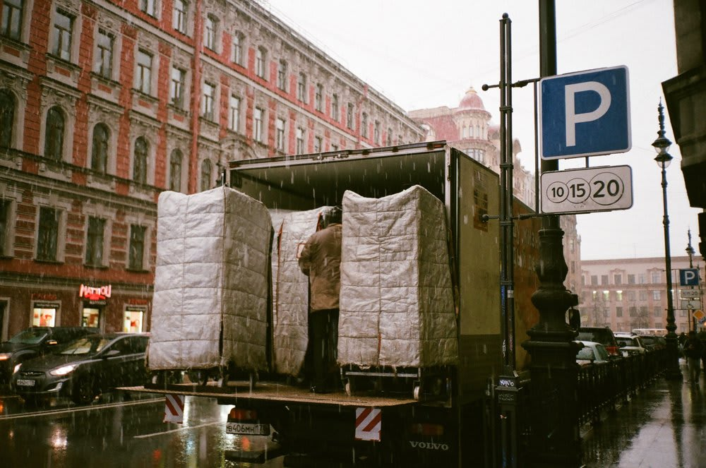 moving-truck-tipping-movers